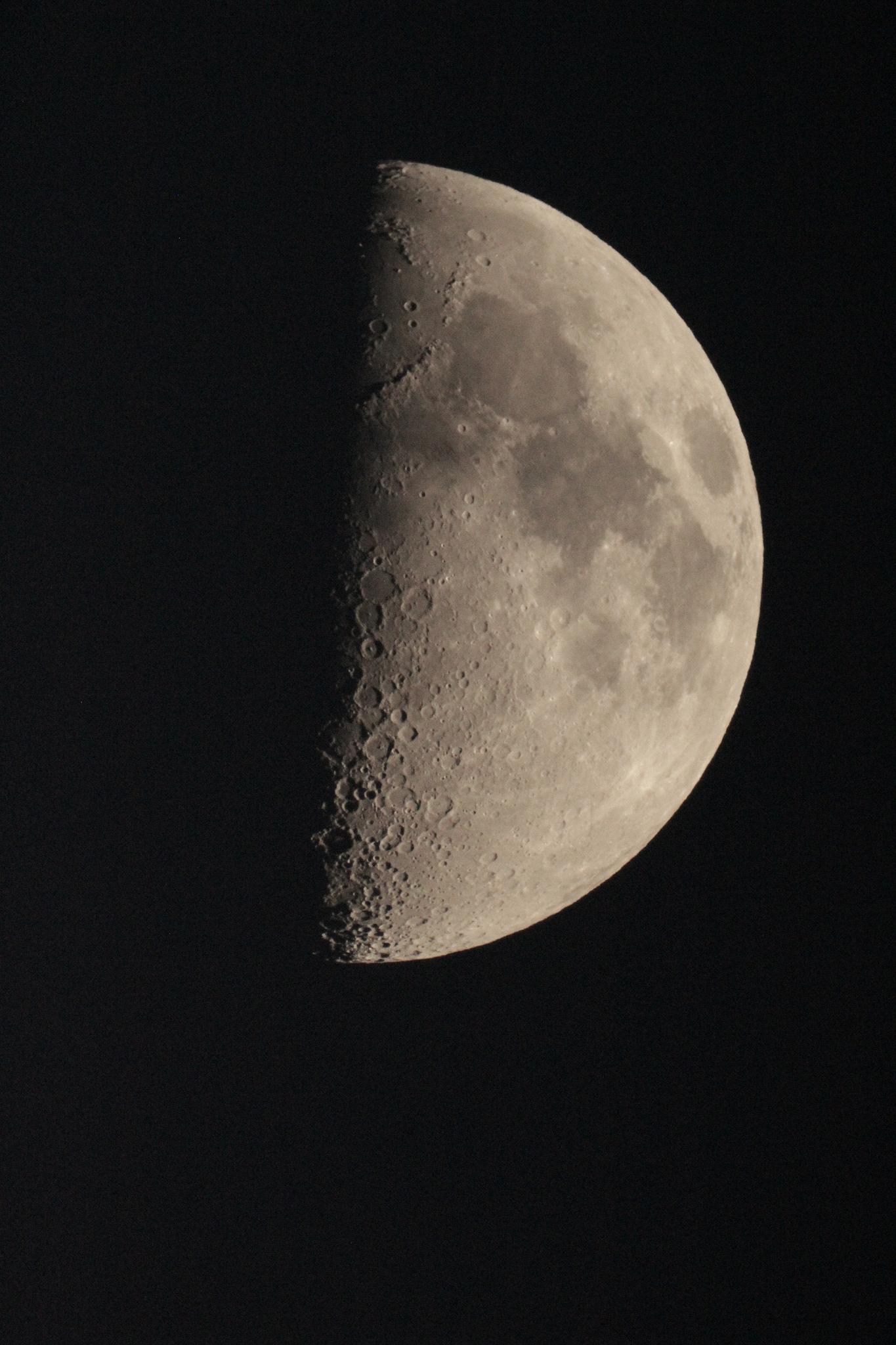 Mond, Dortmund 09.09.2016, 20:11h UTC+2, Skywatcher MC 127/1500, Canon EOS1200D, ISO 6400, 1/1000s